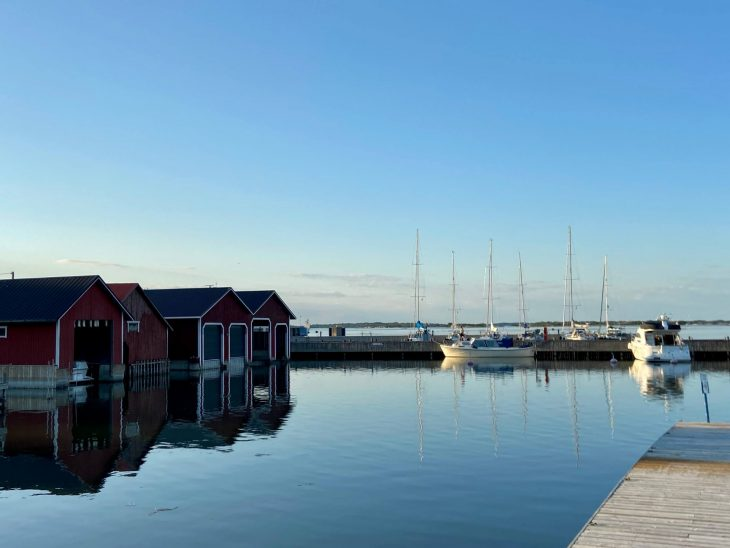 Ahvenanmaan saaristoon saaristolautta Kustavista, majoitus mökki saaristossa, Pellas, Lappo, vierassatama