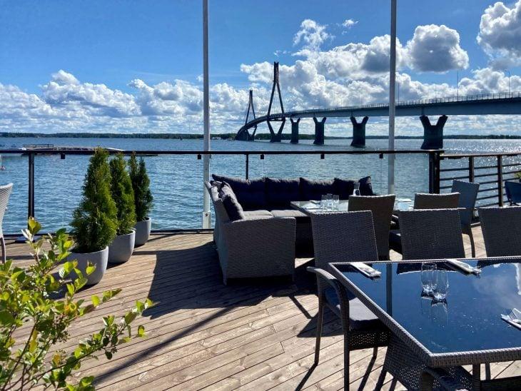 Berny's ravintola ja kahvila, Raippaluodon silta, Mustasaari, Merenkurkun saaristo