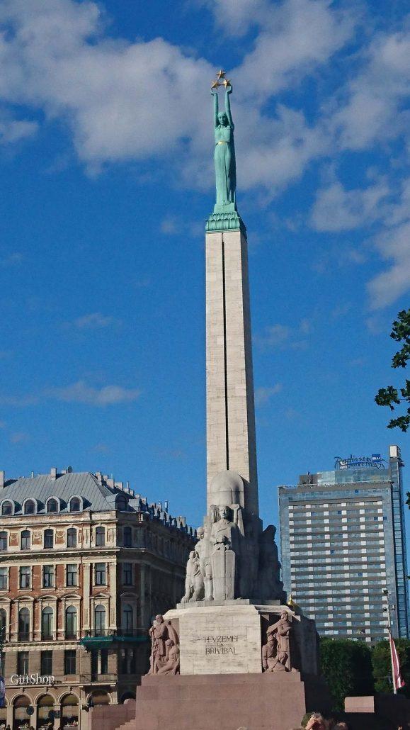 Riika risteily, nähtävää: Vapauden patsas, Vanha kaupunk