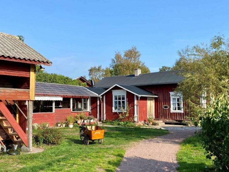 Högsåra Farmors cafe Midnight Sun Sailing purjevene Saaristomeri purjehdus venevuokraus kotimaan matkailu