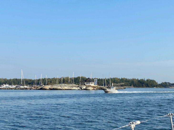 asnäs vierasvenesatamaa Midnight Sun Sailing purjevene Saaristomeri purjehdus venevuokraus kotimaan matkailu