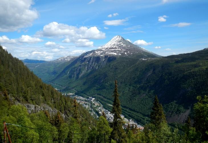 Ensimmäinne yö Norjassa vietettiin taustalla näkyvän vuoren huipulla eli Gaustatoppenilla