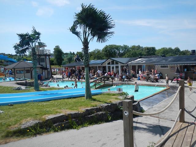 Kneippbyn teema- ja vesipuisto on hotellialueen vieressä. Siksi majoitus onkin lapsiperheiden suosiossa.