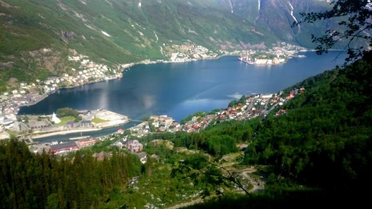 Freimsstølenin reitin alkupuolella näkee Oddan kylän