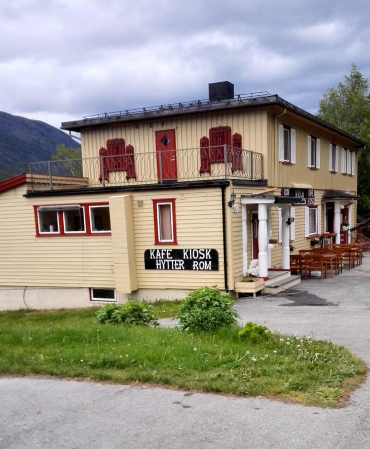 Kvila turistheim siljaitsee valtatie 15 varrella Garmon kylässä lähellä Jotunheimeniä