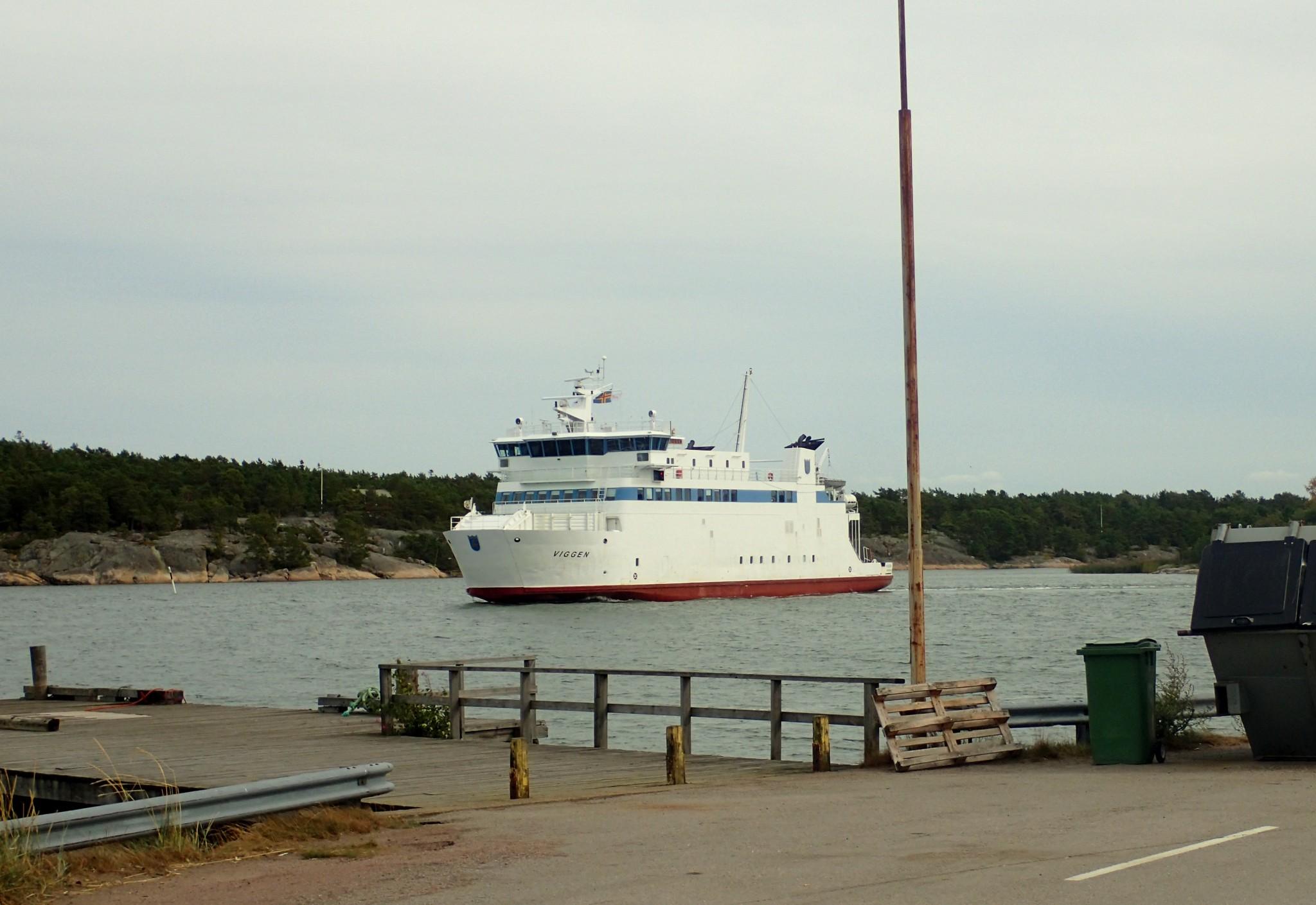 M/S Viggen liikenöi Vuosnaisten ja Åvan väliä