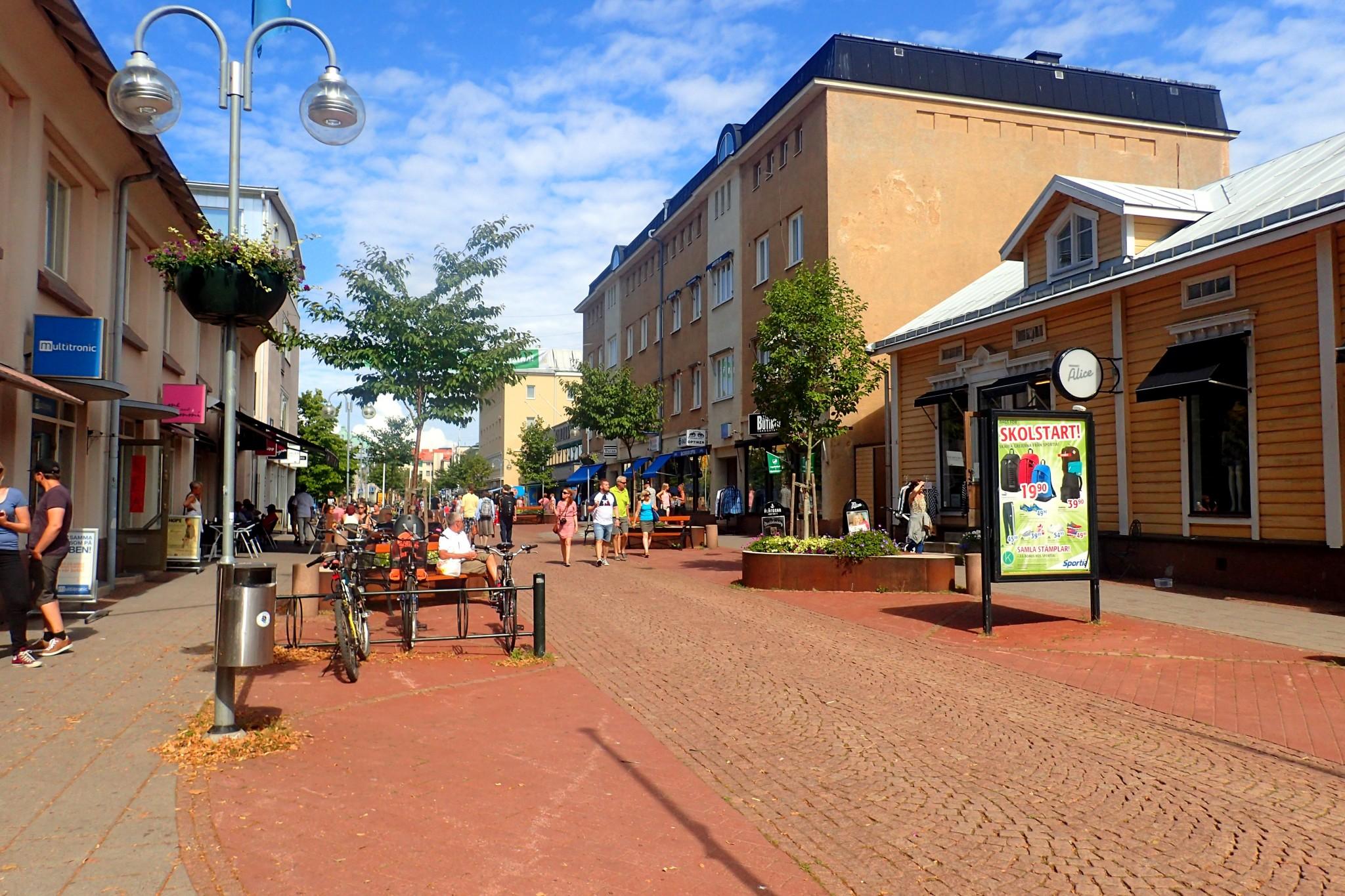 Maarianhaminan keskustan Torggatan on suosittu kävelykatu, joka on täynnä ravintoloita ja kauppoja