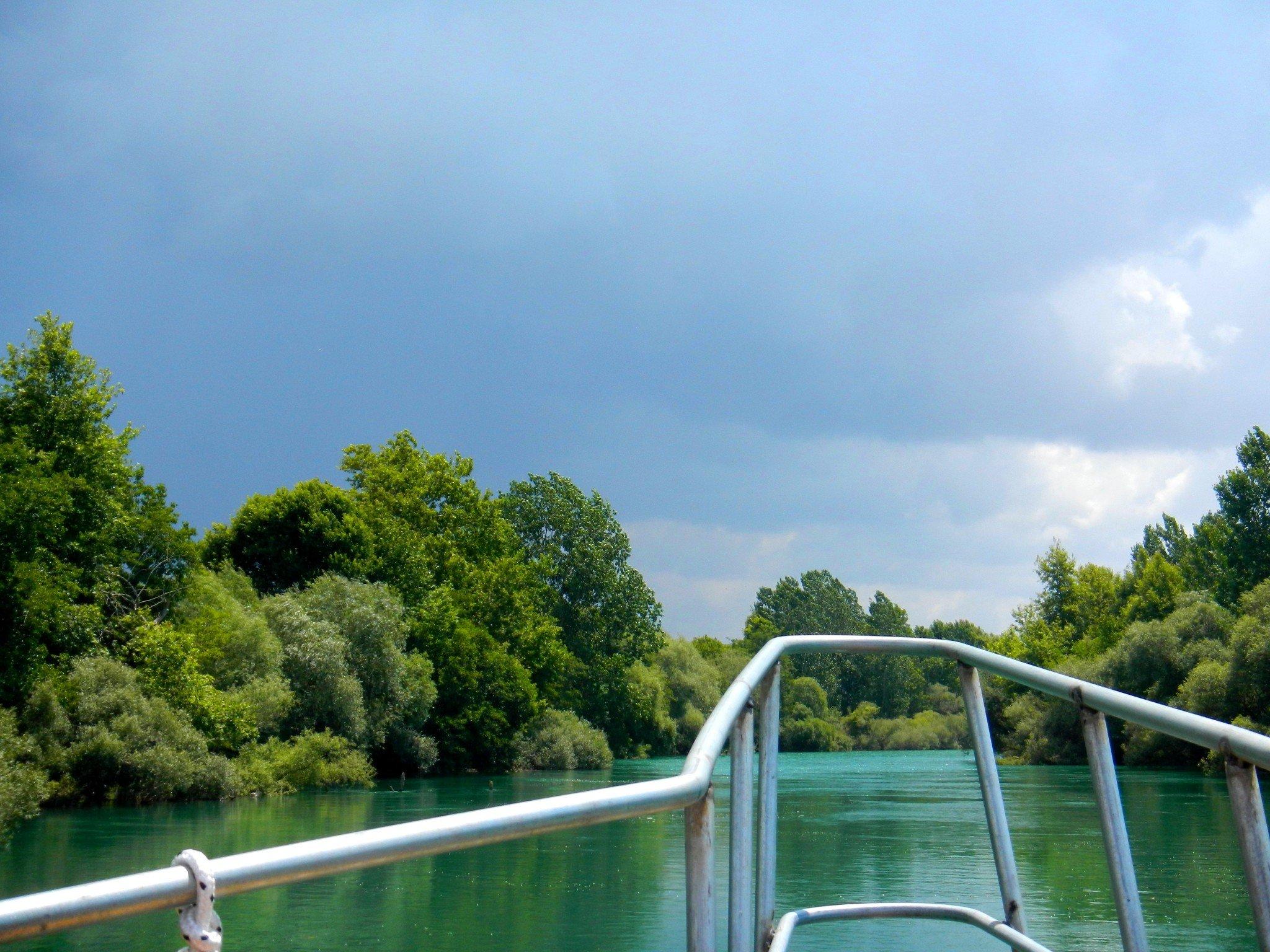Jokivesi on upean turkoosia