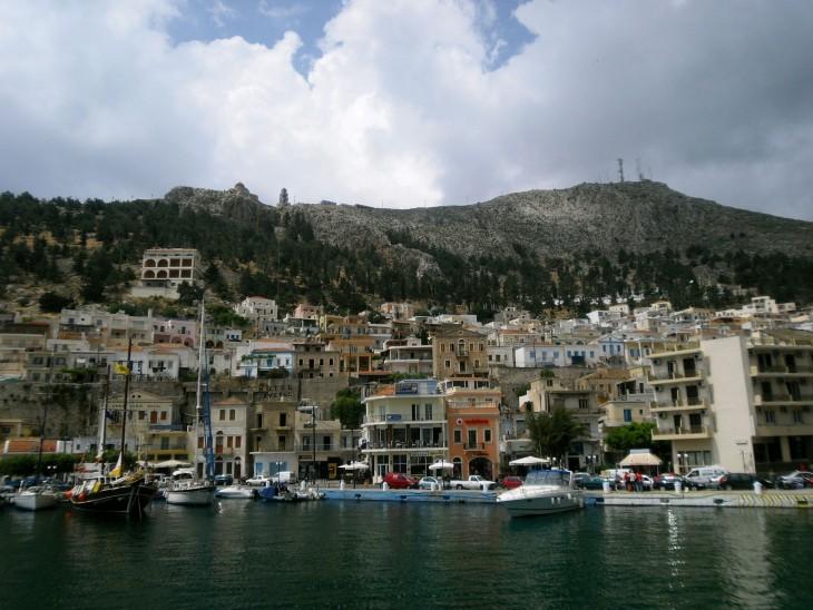 Kalymnos (?) näyttää hurmaavalta mereltä päin.