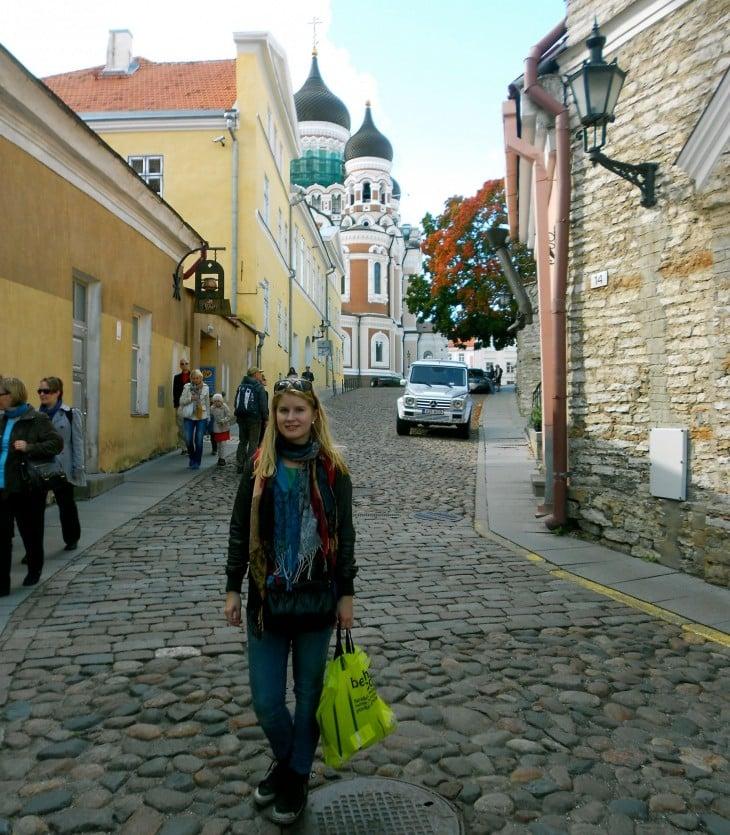 Mistä tunnistaa Tallinna-turistin? Bershka-kassi kädessä kohti ortodoksista kirkkoa.