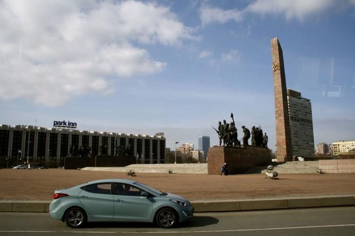 Toisen maailmansodan muistomerkki Moskovski prospektilla.