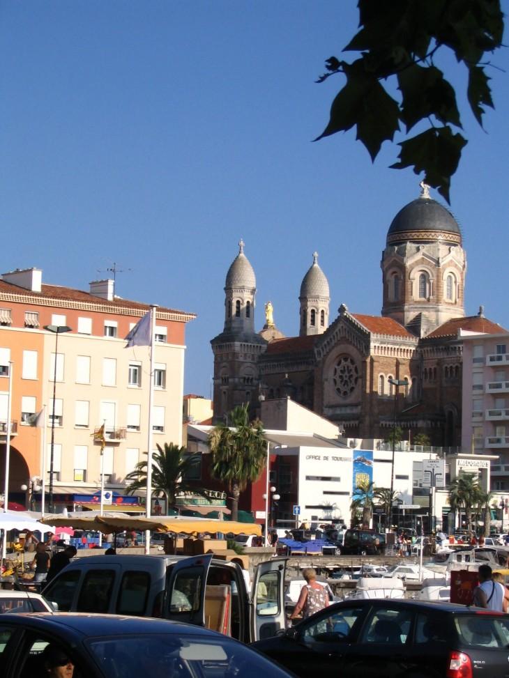 St Raphaëlin katedraali