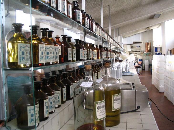 Matkalla Monacoon vierailimme parfyymitehtaassa.