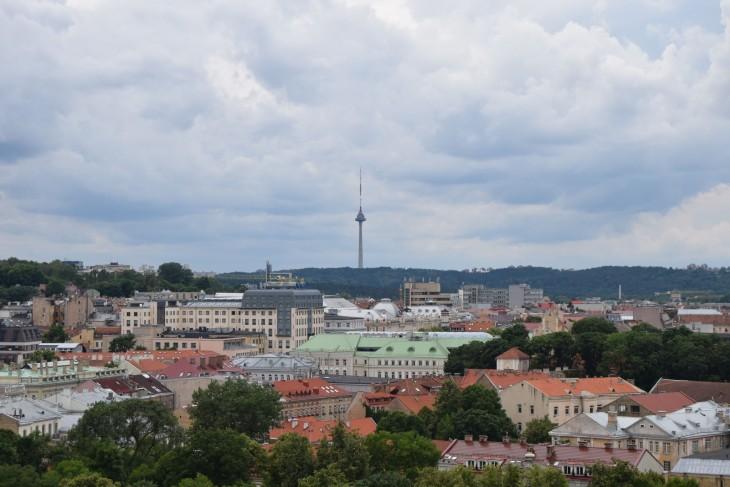 Vilnan tv-torni Gediminasin tornilta katsottuna