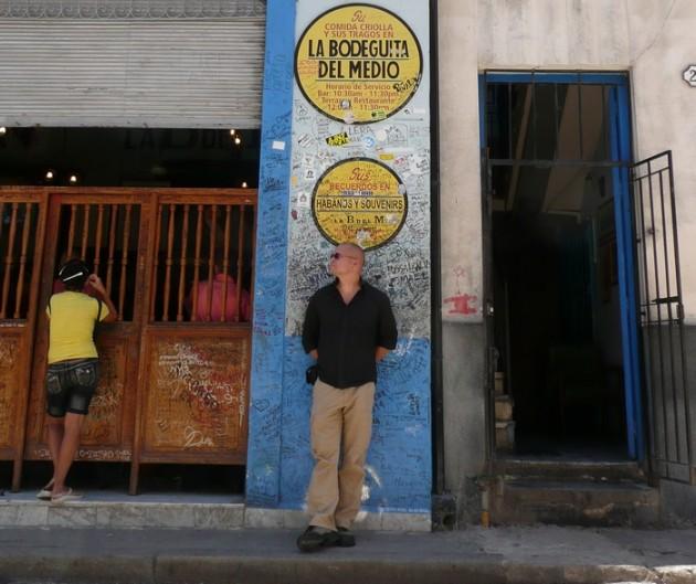 Muina miehinä Havannassa.