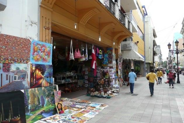 Taidetta Zona Colonialin kävelykadulla kaupattiin paljon.