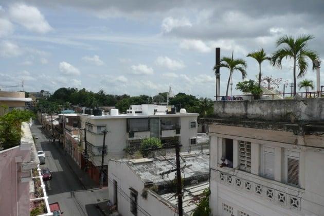Katunäkymää hotellin kattoterassilta.