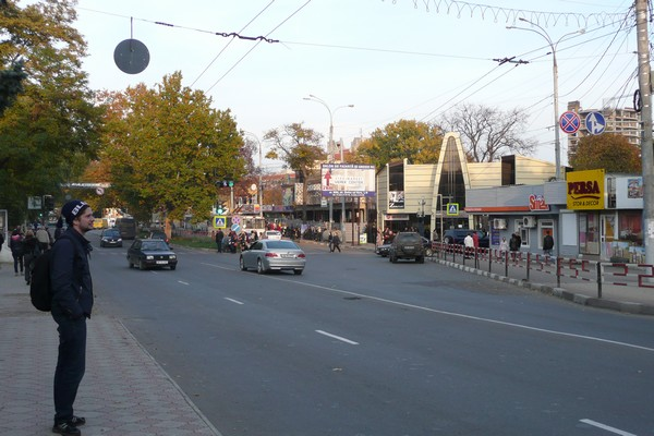 Laine tarkkailee. Balti, Moldova.