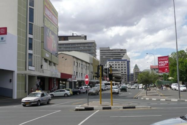 141206-windhoek-keskustaa