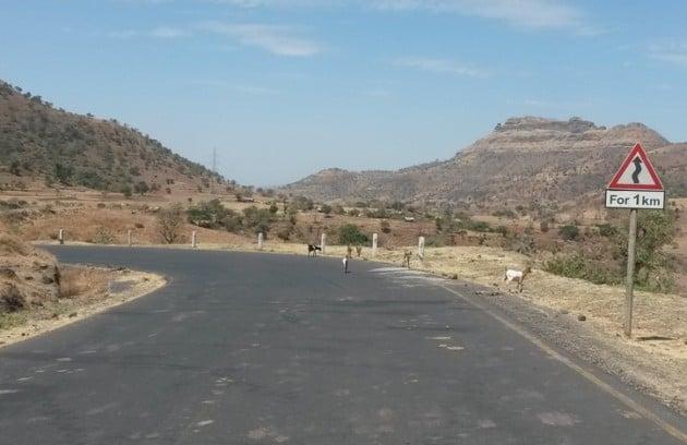 Kiemuraista tietä Etiopian puolelta.