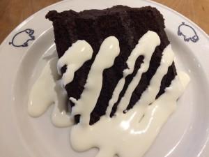 Kahden suklaan kakkua aidolla vaniljakastikkeella, sìl vous plait!