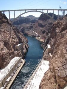 Näkymä Hooverin padolta viereiselle sillalle