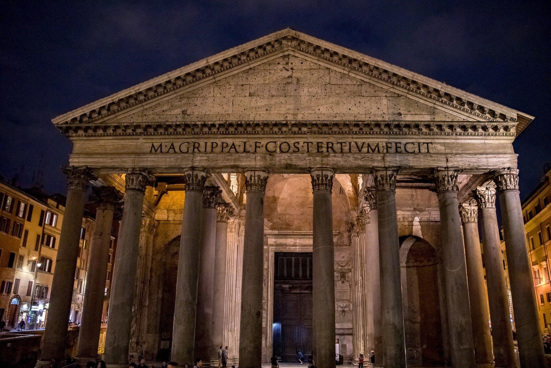 Pietarinkirkon kupolista aukeaa näköala Rooman ylle