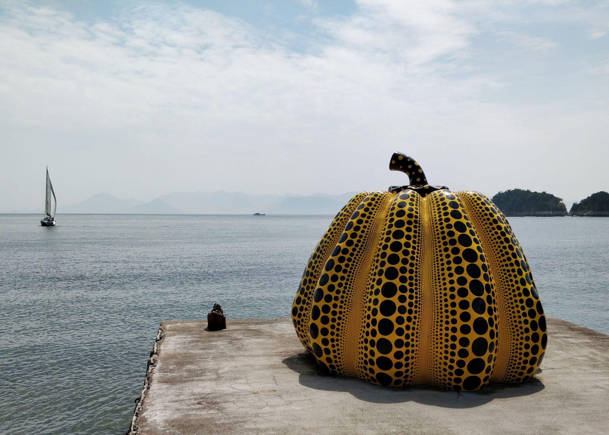 Yaoi Kusaman kurpitsa ja meri