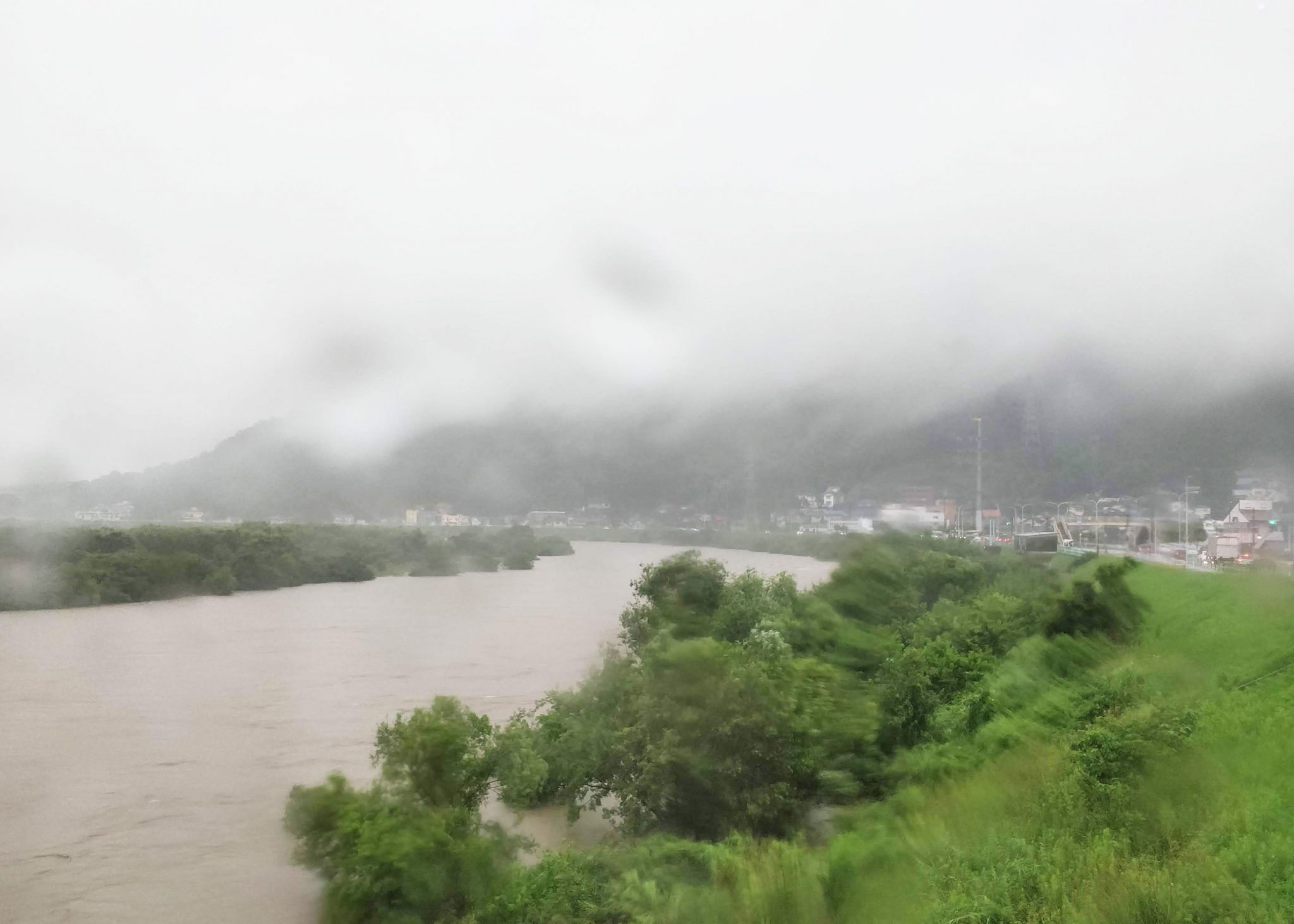 tulvinut joki hiroshimassa kesällä 2018
