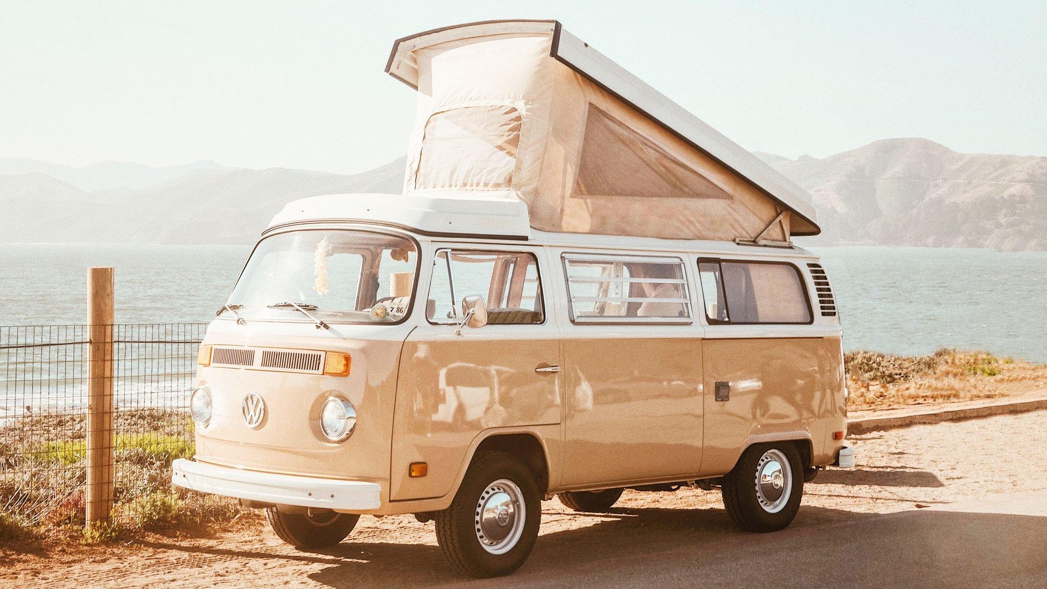 vanha wolkswagenin matkailuauto
