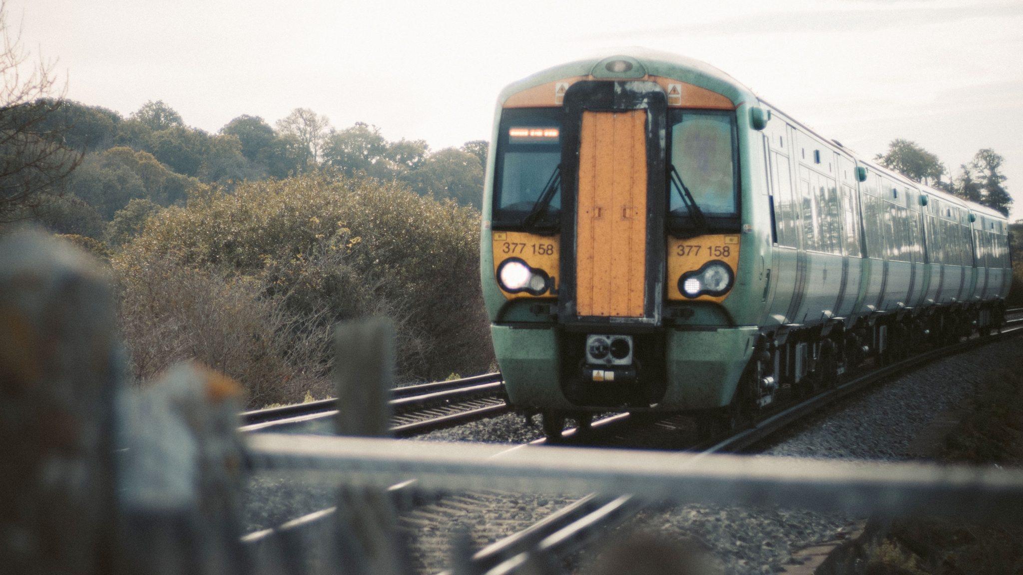 juna raiteilla