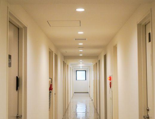 asuntolan käytävä