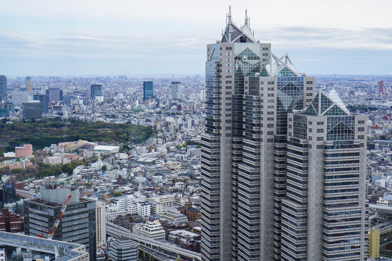 Tokion siluetti ja jännittäviä pilvenpiirtäjiä