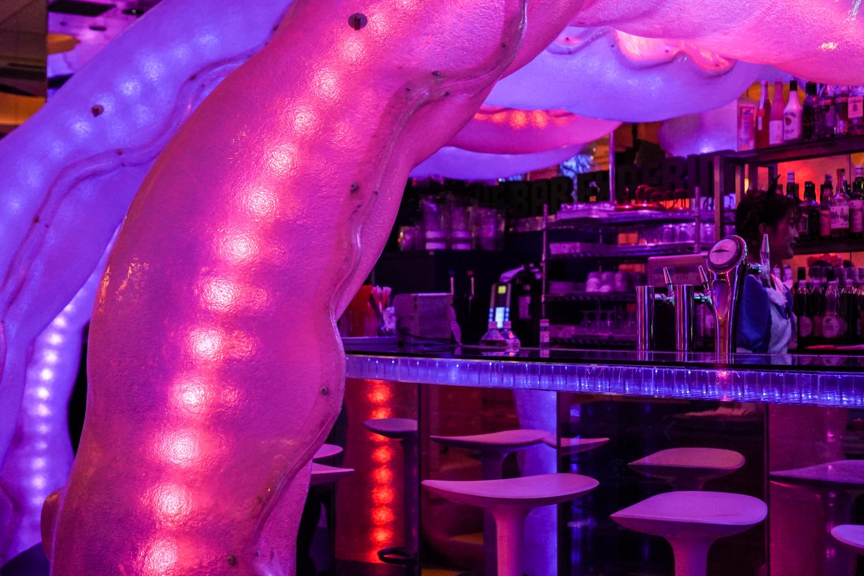 tokion teemakahvilat: kawaii monster cafen baari