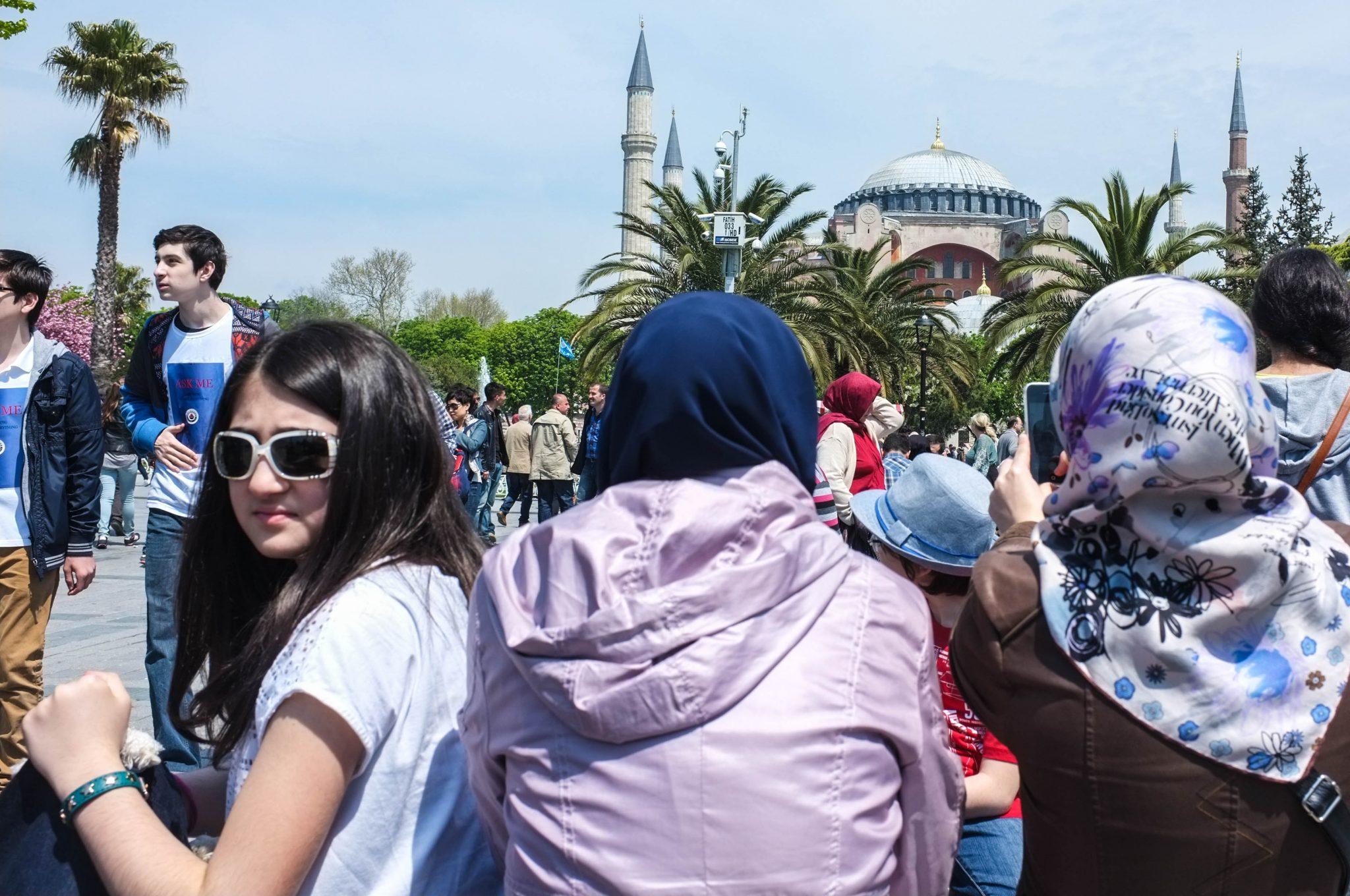 moskeija ja ihmisiä