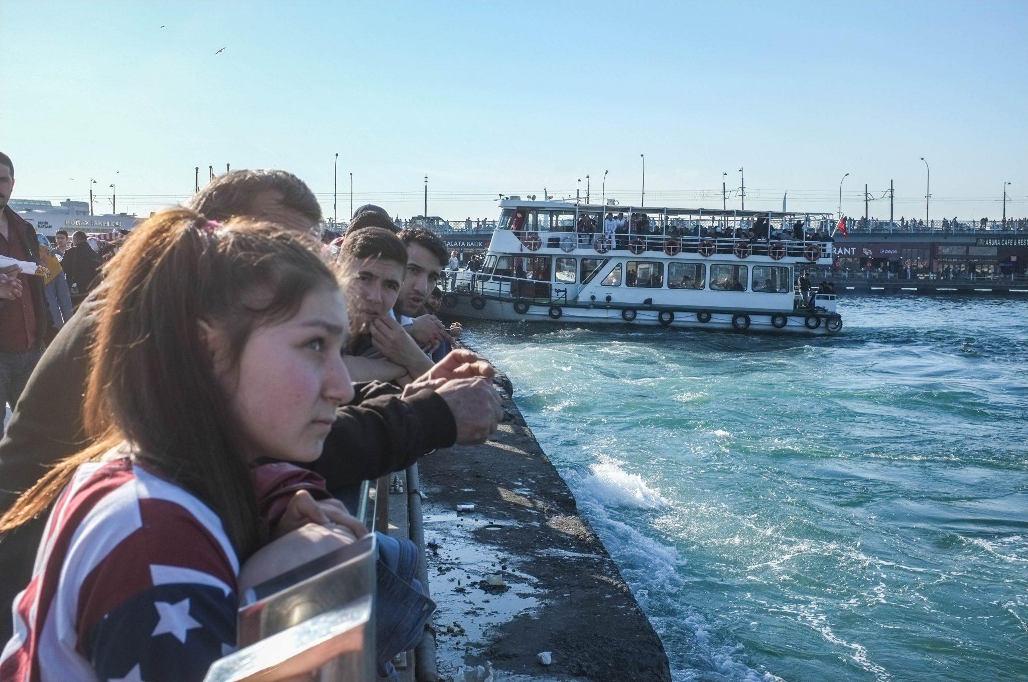 Istanbul rantalaituri ja ihmisiä