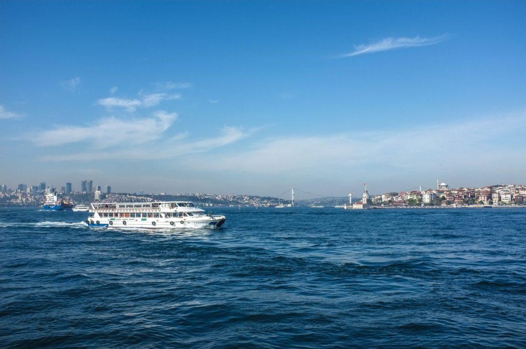 Istanbul mereltä ja lauttoja Euroopasta Aasian puolelle