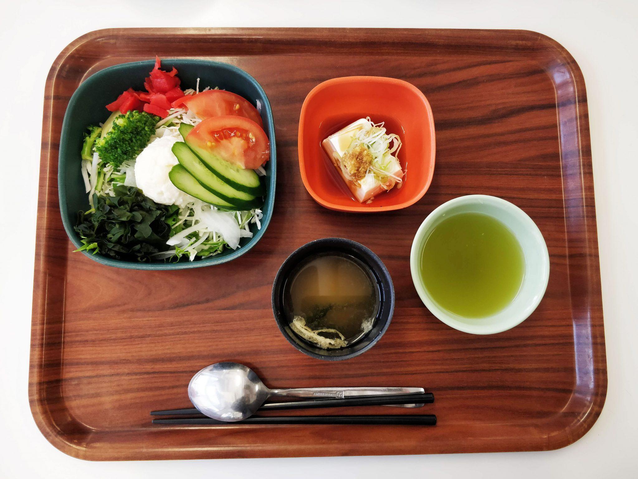 kouluruokaa japanilaisessa taideyliopistossa
