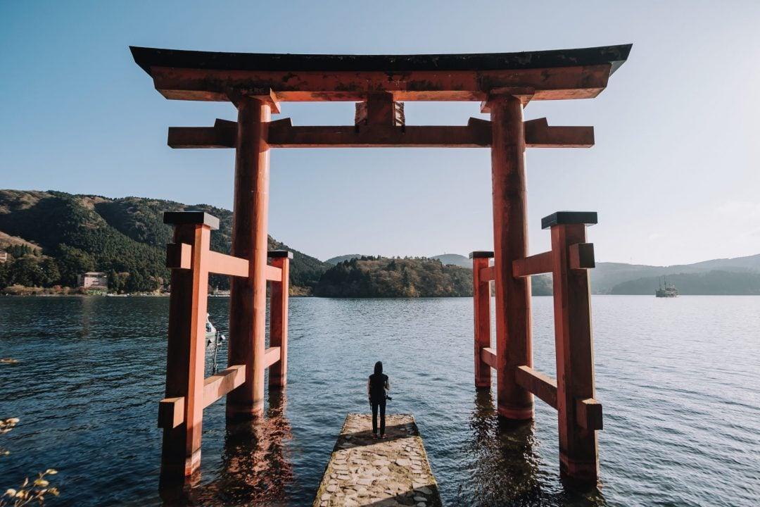 punainen torii-portti Hakonessa