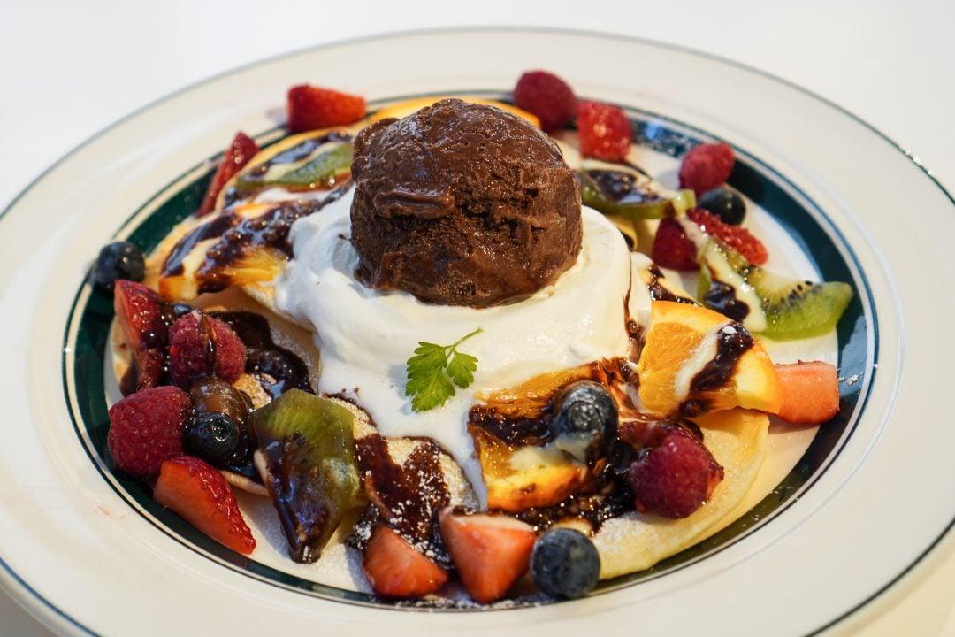vohveliannos ja jäätelöä Tokiossa GRAM-pannukakkukahvilassa