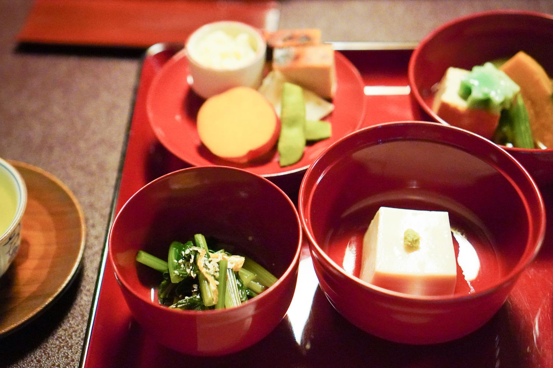 buddhalaismunkkien kasvisruokaa Kamakurassa