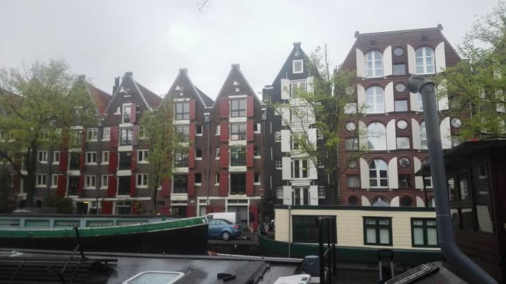 Amsterdam talot rakennustyyli kanaalit