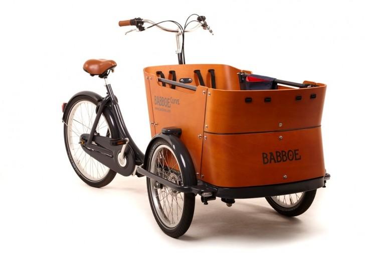 Hollantilainen pyörä bakfiets lasten kanssa pyöräily
