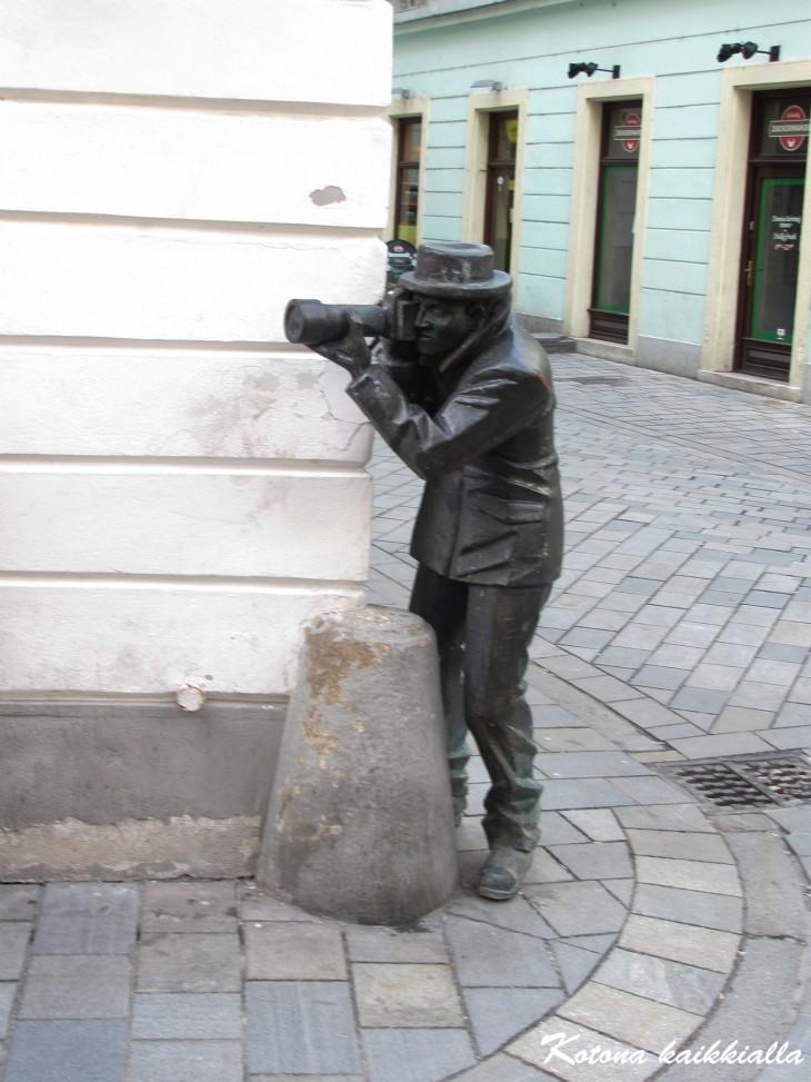 Valokuvaajapatsas Bratislava Slovakia