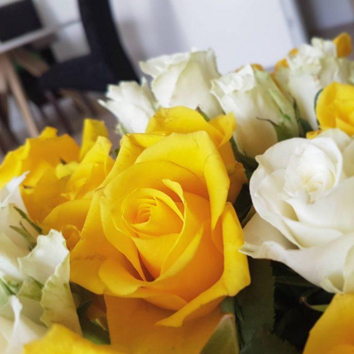 Flower time! janiruippo Tll olis sulle synttrikukkia! flowers roses yellowroseshellip