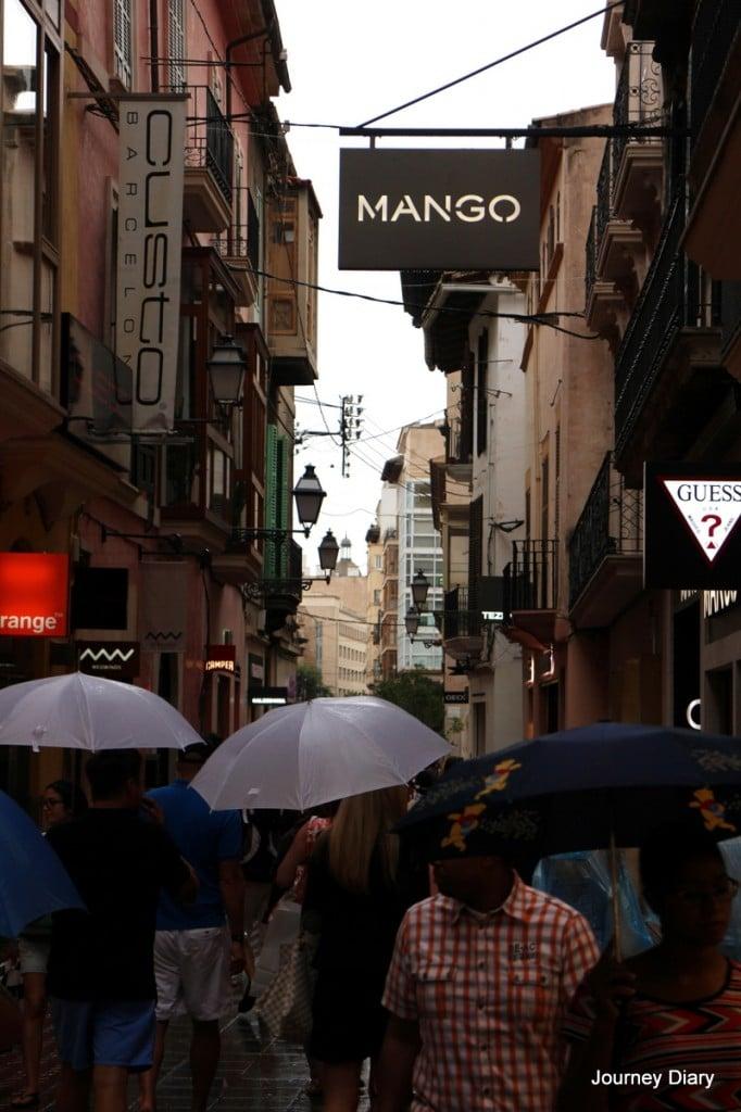 Palman katuja ja sateenvarjoja :D