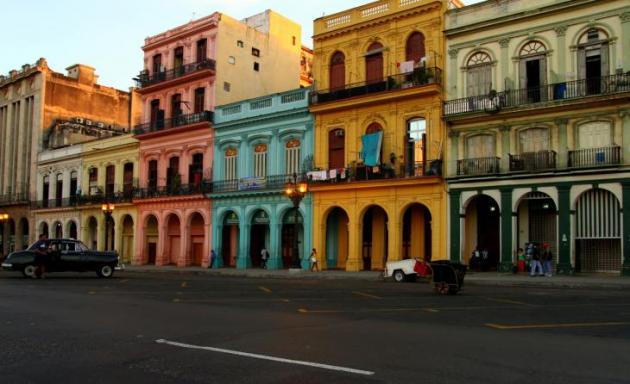 Pääsimme tutustumaan hienoon Havannaan.