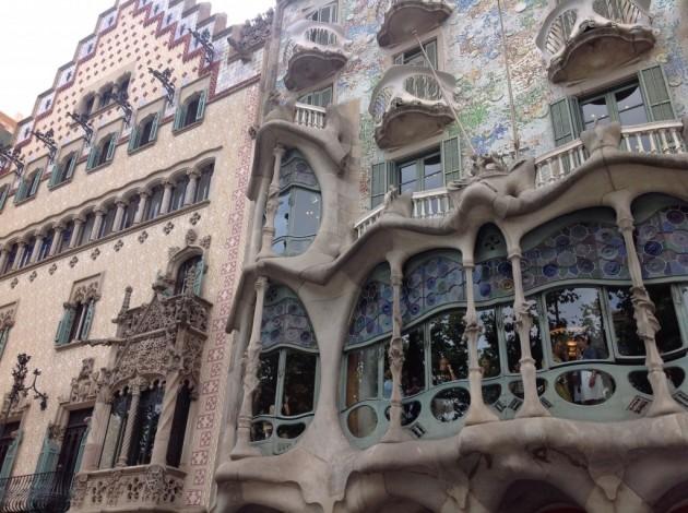 Tästä Gaudin Casa Batllosta sai huomattavasti paremman kokonaiskuvan.