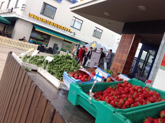 Kotimaiset mansikat kuuluvat BB-viikkoon ja kesään.