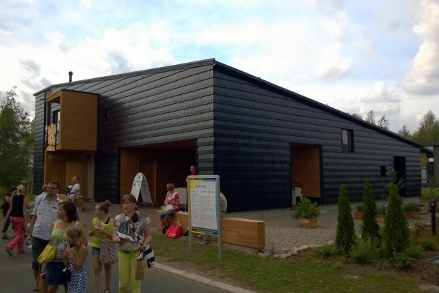 Talon voi myös vuorata kokonaan kattotiileillä, kuten tässä.
